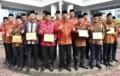 Gubsu Serahkan Penghargaan Kepada 6 Daerah