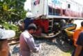 Truk Col Diesel Ringsek Dihantam Kereta Api